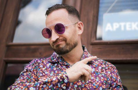 okulary z fioletowym szkłem
